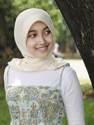 http://1.bp.blogspot.com/-IEedWe--QIY/TyqeH6gN3kI/AAAAAAAAO74/1xy4wIXEiSw/s1600/cewek-jilbab-sangat-sexy.jpg