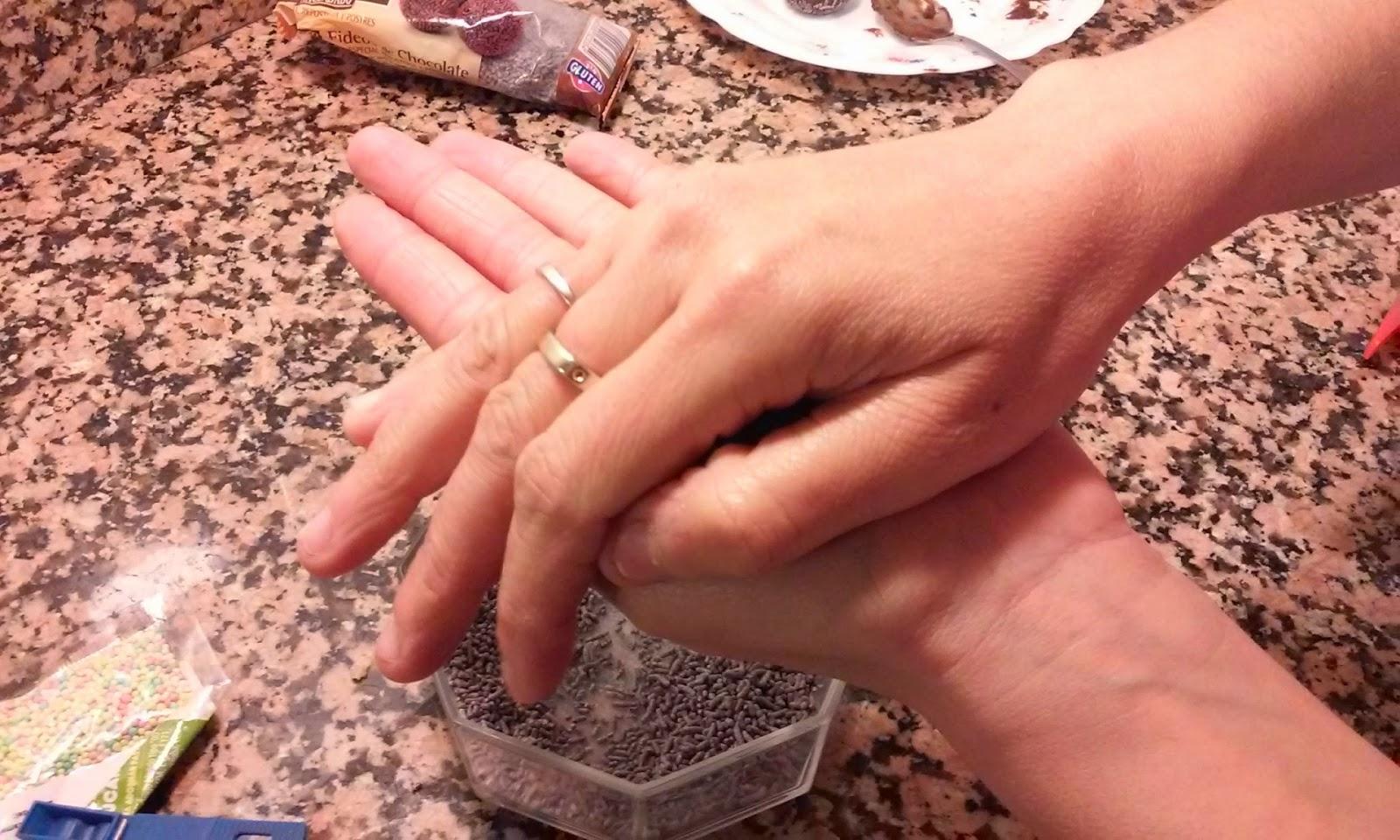 hacemos bolitas con las manos