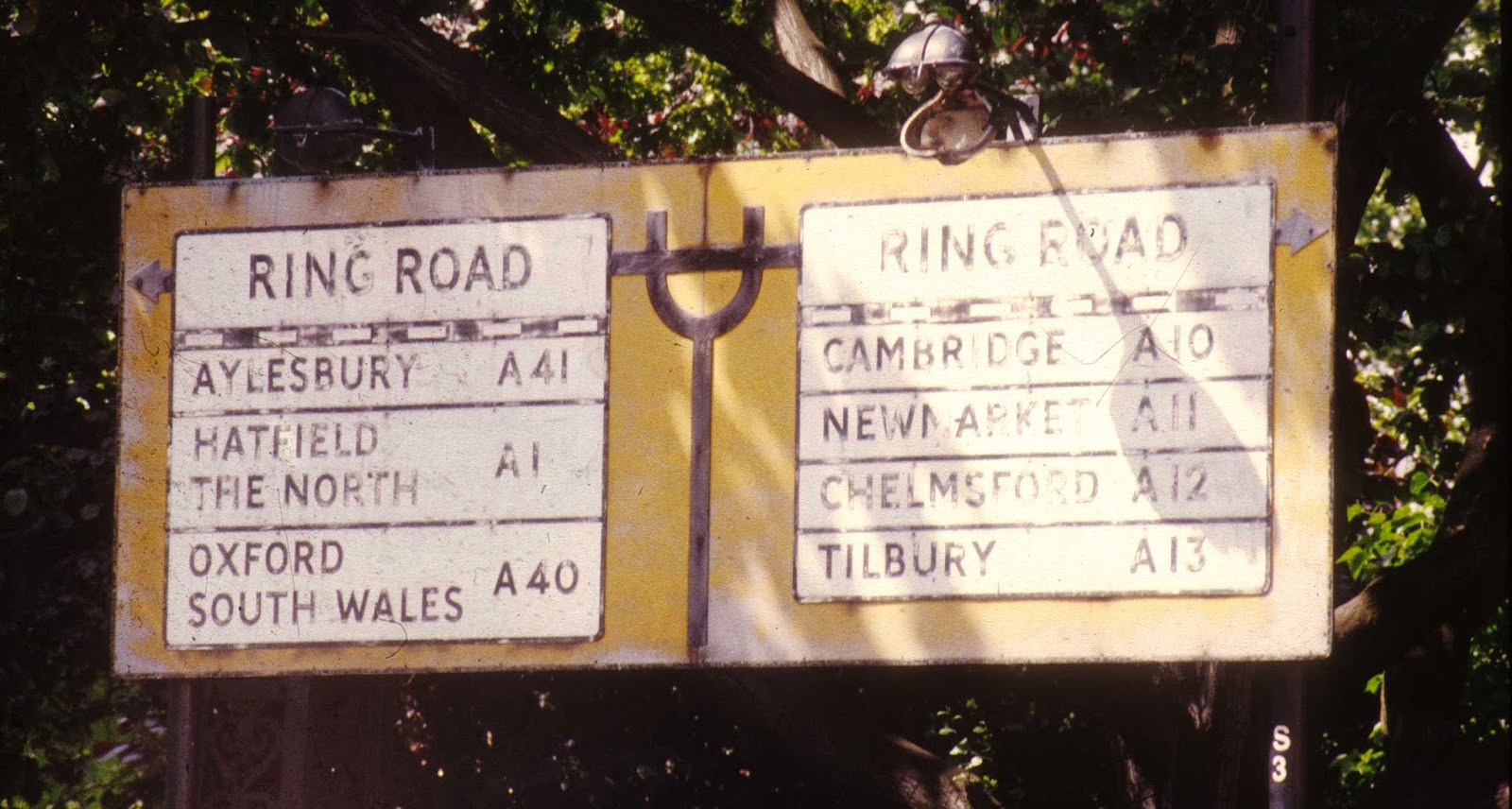Hatfield and the North bandnaam uitleg - Signpost