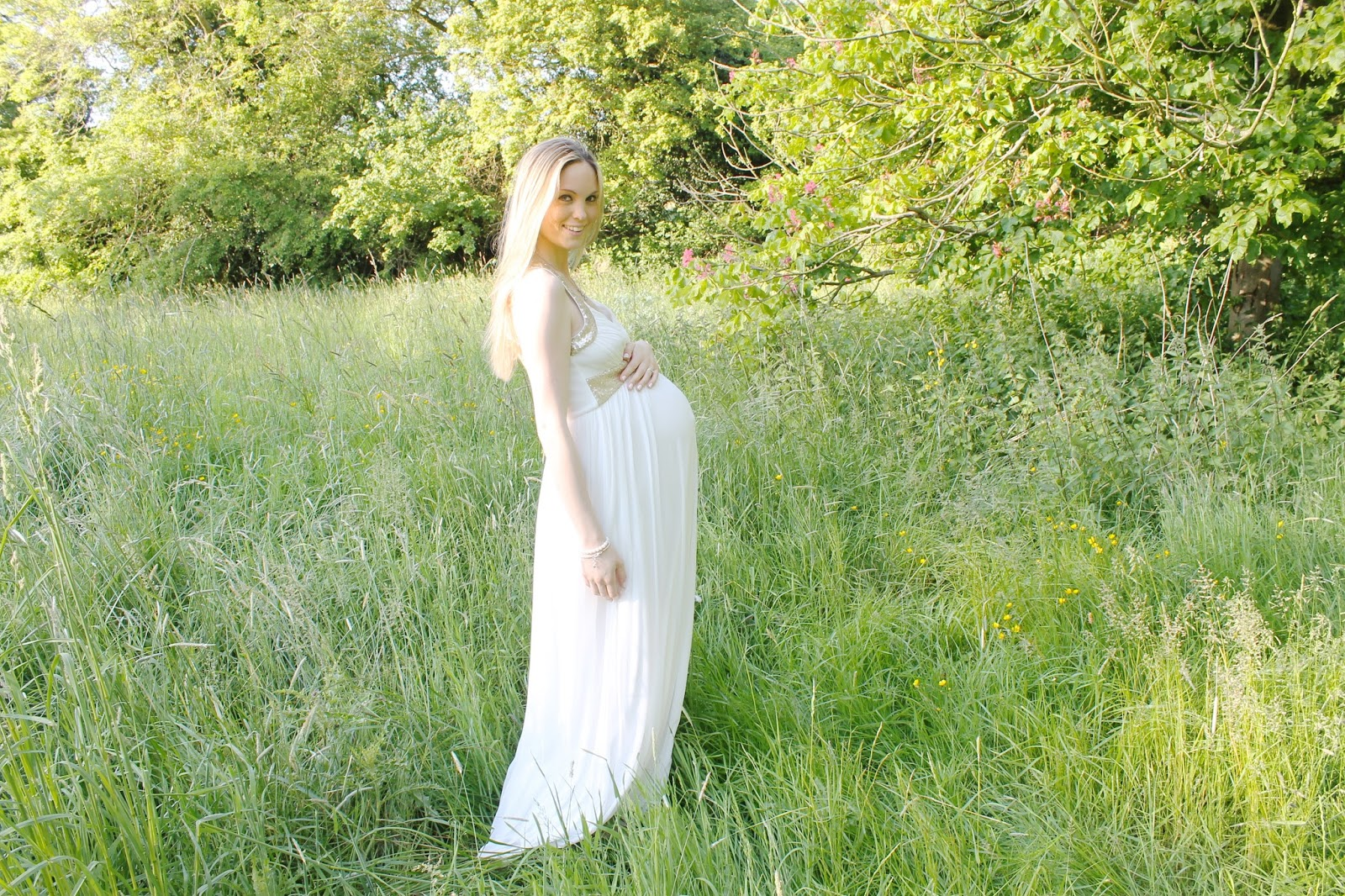 DIY Maternity Photographs, Maternity photos, Maternity photoshoot, 38 week bump, Maternity photos at 38 weeks