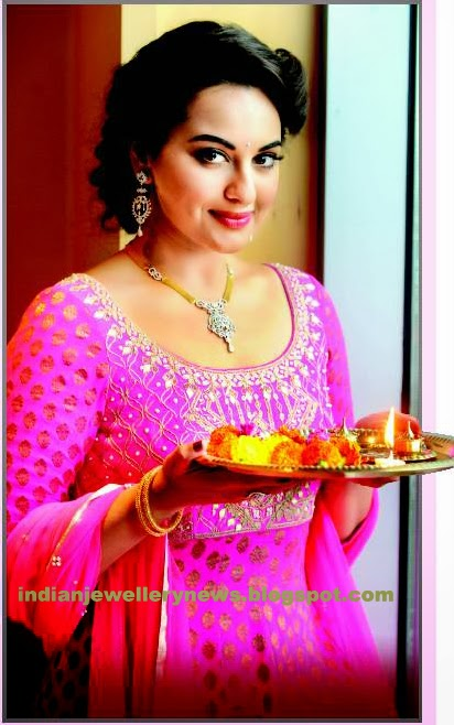 Sonakshi Sinha in diamond necklace