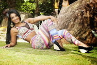 Com barriga tanquinho e Deslumbrante e com corpo perfeito Cinthia Santos lança linha Fitness