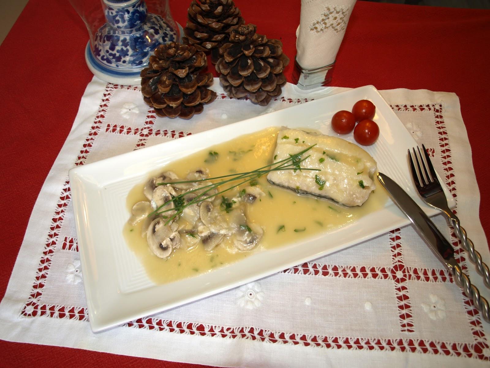 Sopas y a mojar bacalao en salsa de cebolla y champi n for Como cocinar lomos de bacalao