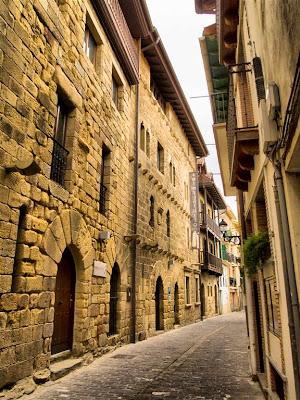 Números 27 al 35 de la Calle San Roque de Getaria