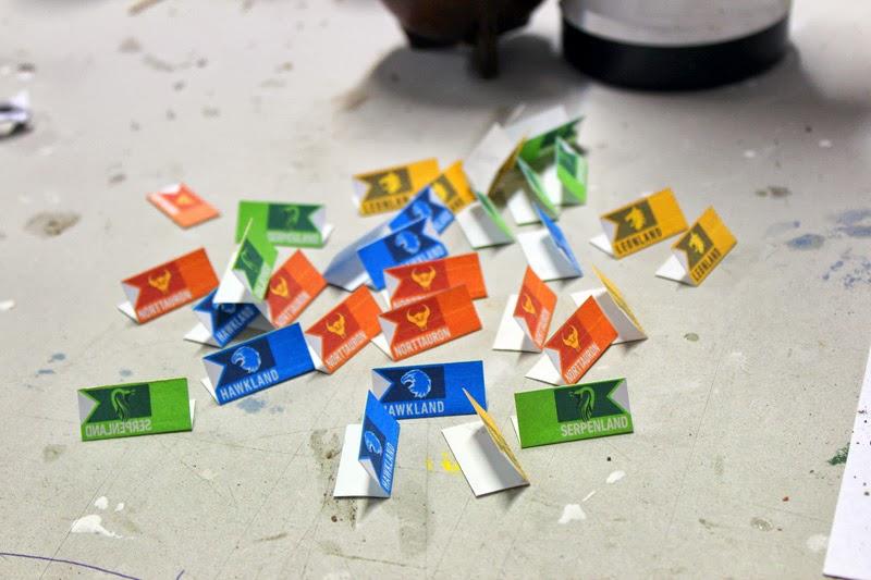 En N-Go #BoardGame cada vez que un estado captura una fábrica rival planta su bandera.