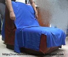 Cubrir el sillón con la tela