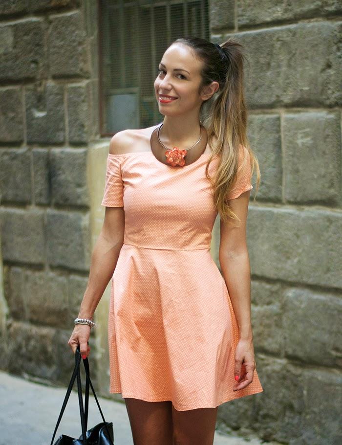 abito color albicocca