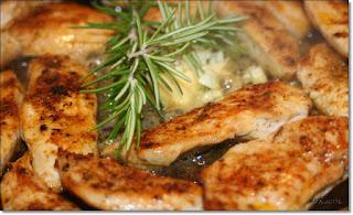 http://wascookstduheute.blogspot.de/2014/08/filet-mit-rosmarin-knoblauch-butter.html