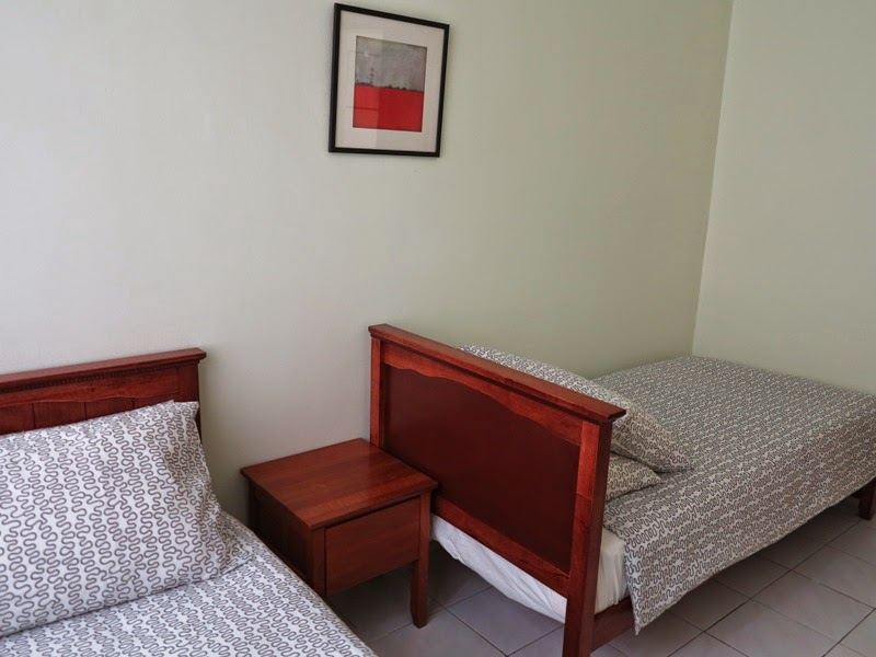 Photo 9: Bedroom 3, 2 single beds