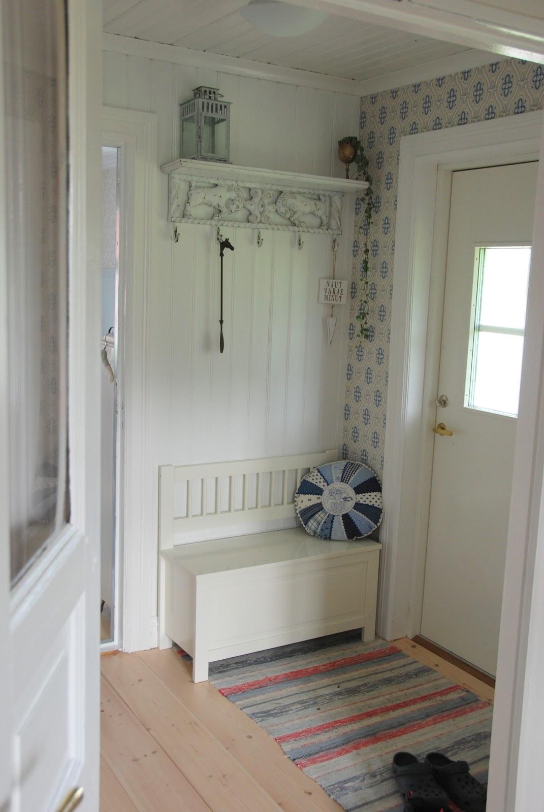 Att skapaär livet! renovering, konst och design Underbar liten soffa till hallen