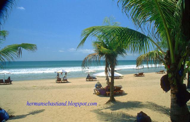 Pantai Kuta (pantai berpasir putih)