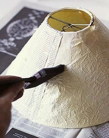 C mo decorar una l mpara con papel peri dico for Decorar pantalla de lampara