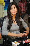 Shruti Haasan Gorgeous Photos at Yevadu Success Meet-thumbnail-1
