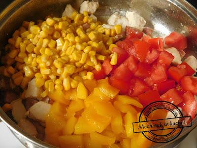 Hiszpańska paella z kurczakiem kukurydza z puszki pomidor bez skórki mechanik w kuchni catering pszczyna