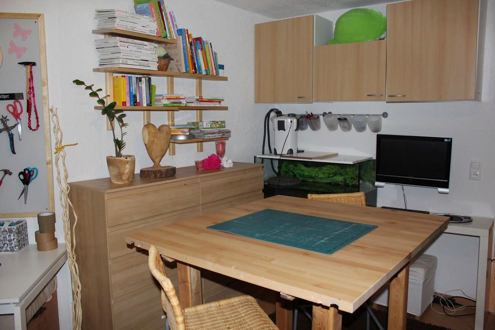 einzug in die machtzentrale. Black Bedroom Furniture Sets. Home Design Ideas