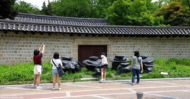 Estatuas Jangdockdae del artista coreano Yi Hwan-kown