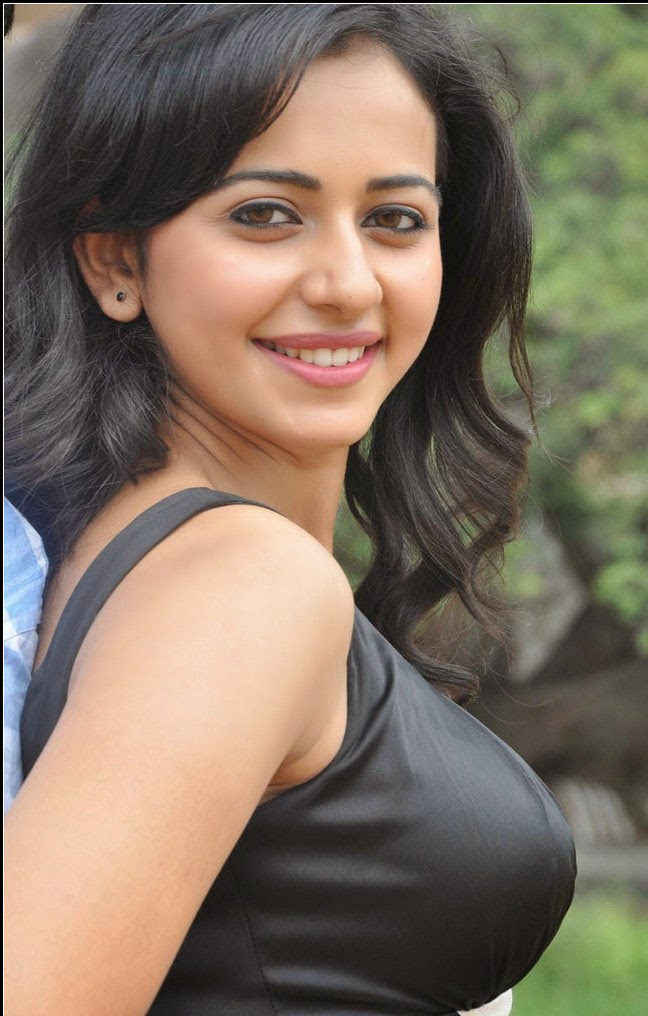 Rakul Preet Singh :Rakul Preet Singh Hottest Boobs close-up by cameramen wardrobe malfunction pics unseen rare pics