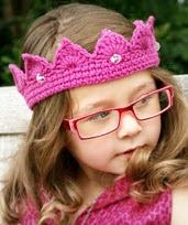 http://www.ravelry.com/patterns/library/princess-crown---tiara---crochet-pdf-pattern