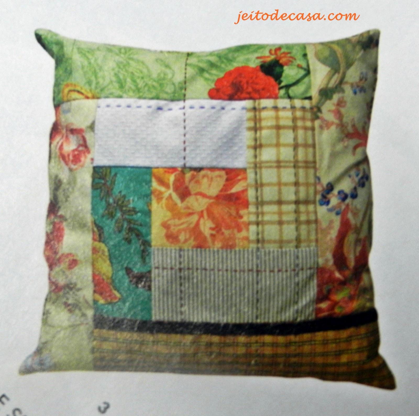 Patchwork na almofada jeito de casa blog de decora o - Casas de patchwork ...
