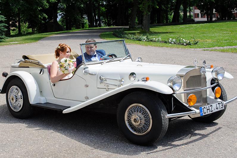prabangus vestuvių automobilis