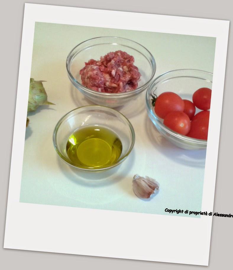 ingredienti primo piatto alla salsiccia e carciofi