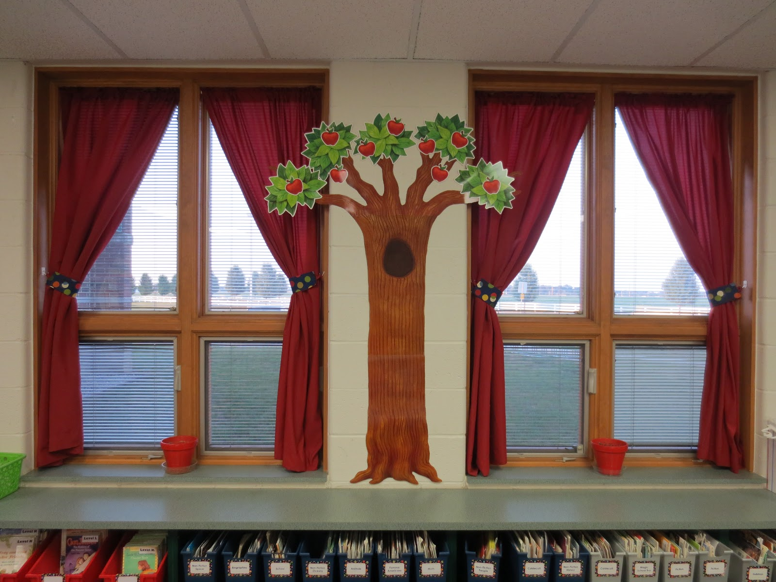 Classroom Windows Decoration Ideas : The open door classroom how to create a cozy