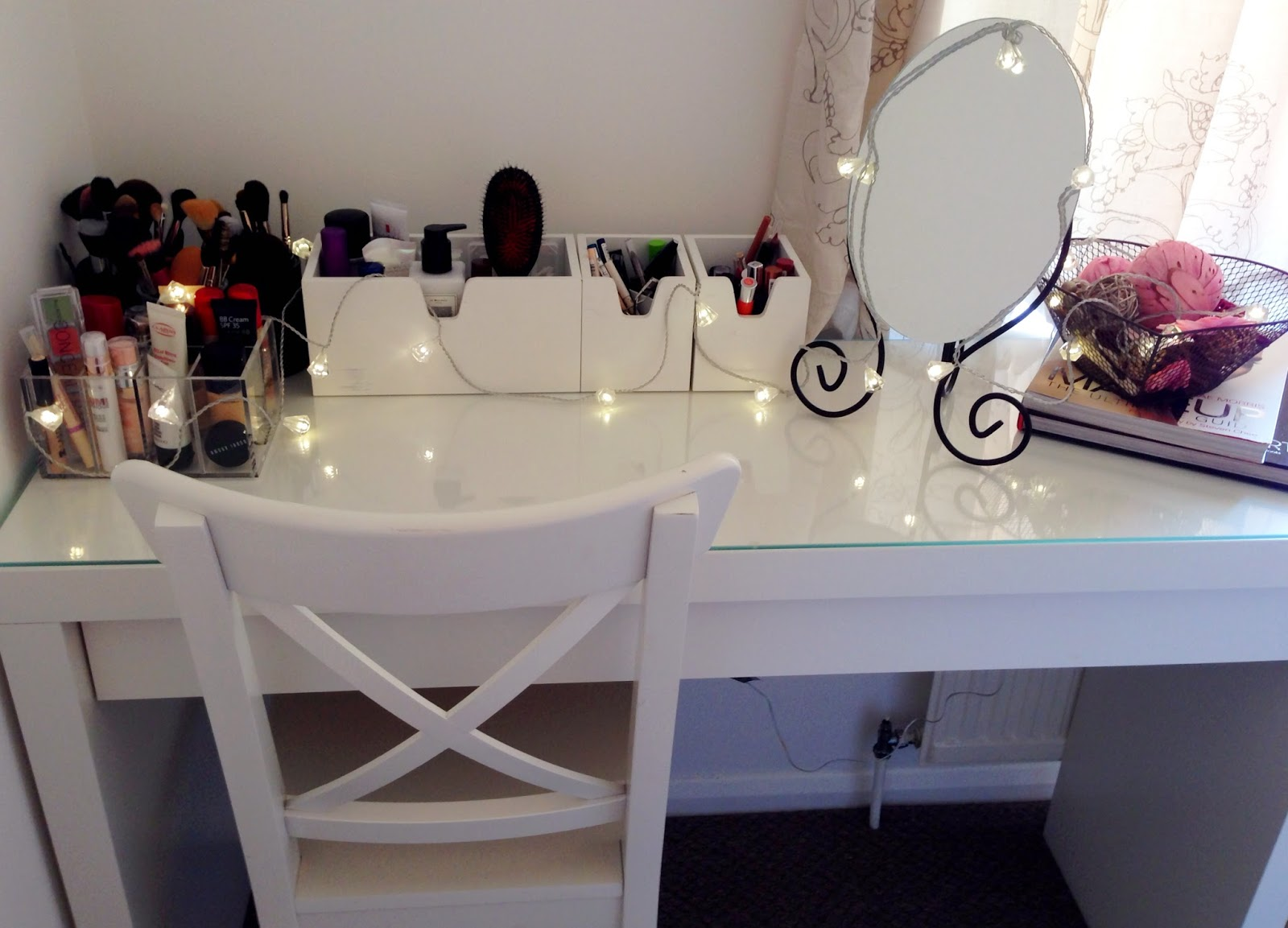 Beauty with charm makeup storage for Beauty parlour dressing table images