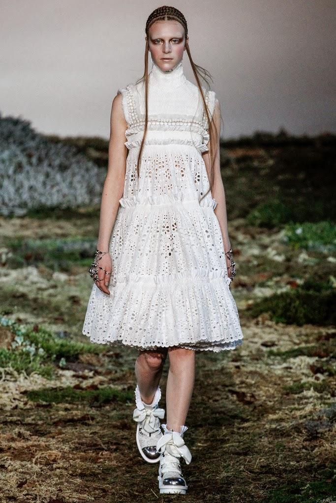 Alexander McQueen Paris Fashion Week Otoño Invierno 2014-2015 10