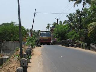 Nayarambalam bridge: too narrow to have a smooth traffic