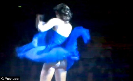 Taylor Swift Suffers Wardrobe Malfunction Stage Video