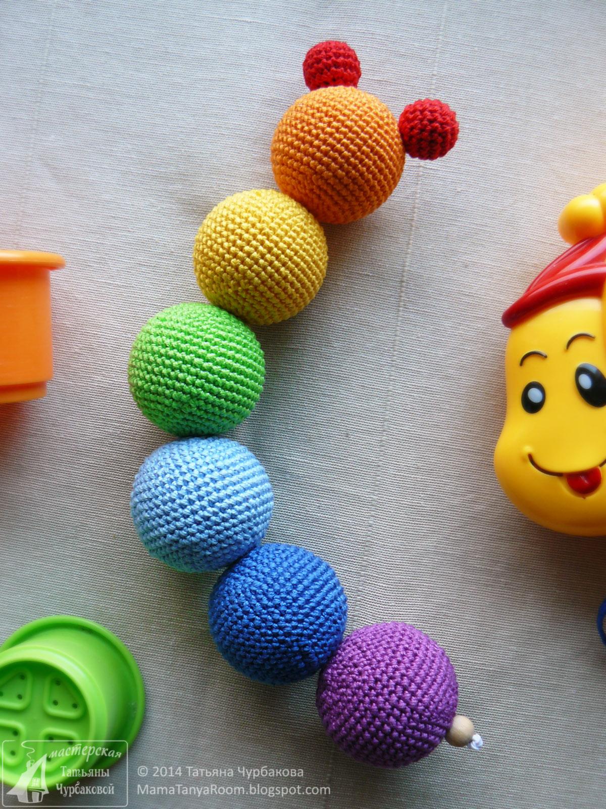 погремушка связанная крючком радужная гусеница развивающая игрушка