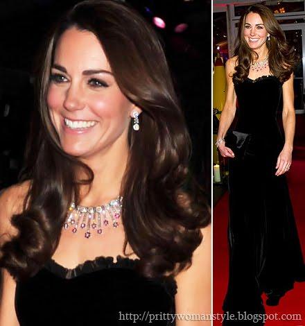 Дукесата на Кеймбридж в дълга рокля от черно кадифе