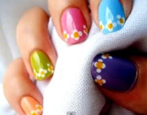 Diseño de uñas de colores con flores