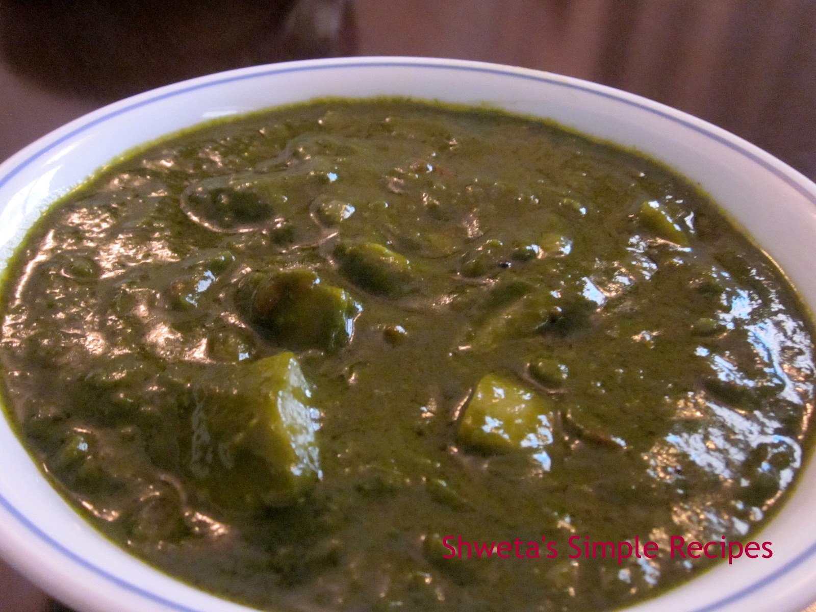 Shweta's Simple Recipes: Aloo Palak /Potato spinach Gravy