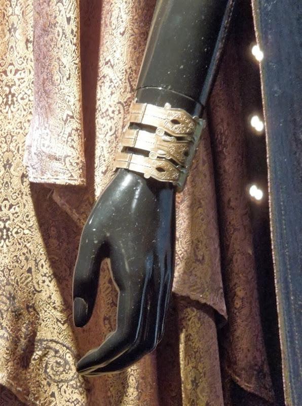 Jane Foster Asgardian bracelet Thor Dark World