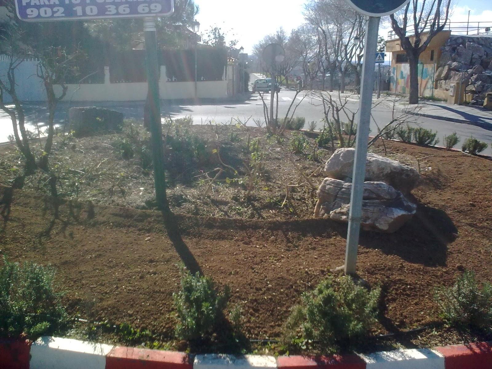 Parques y jardines de ogijares arreglo rotonda loma linda for Parques y jardines