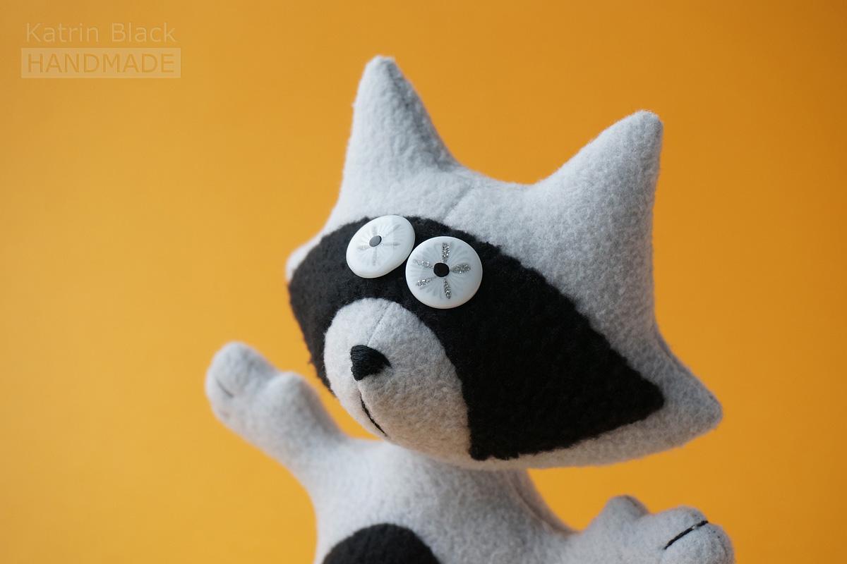 Игрушка-енот своими руками 61