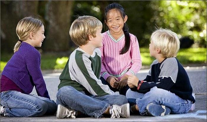 Hasil gambar untuk anak bersosialisasi