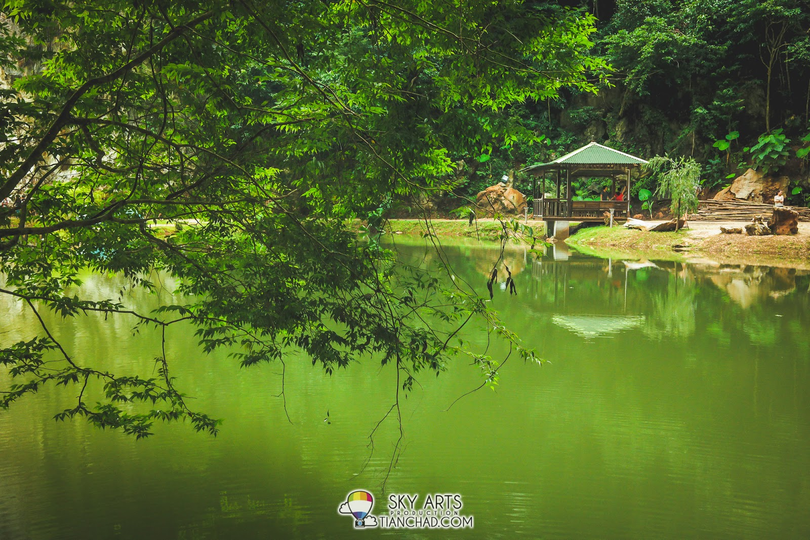 "Looks like China or not? A ""pondok"" for you and family to hang out and relax at 清心嶺 Qing Xin Ling"