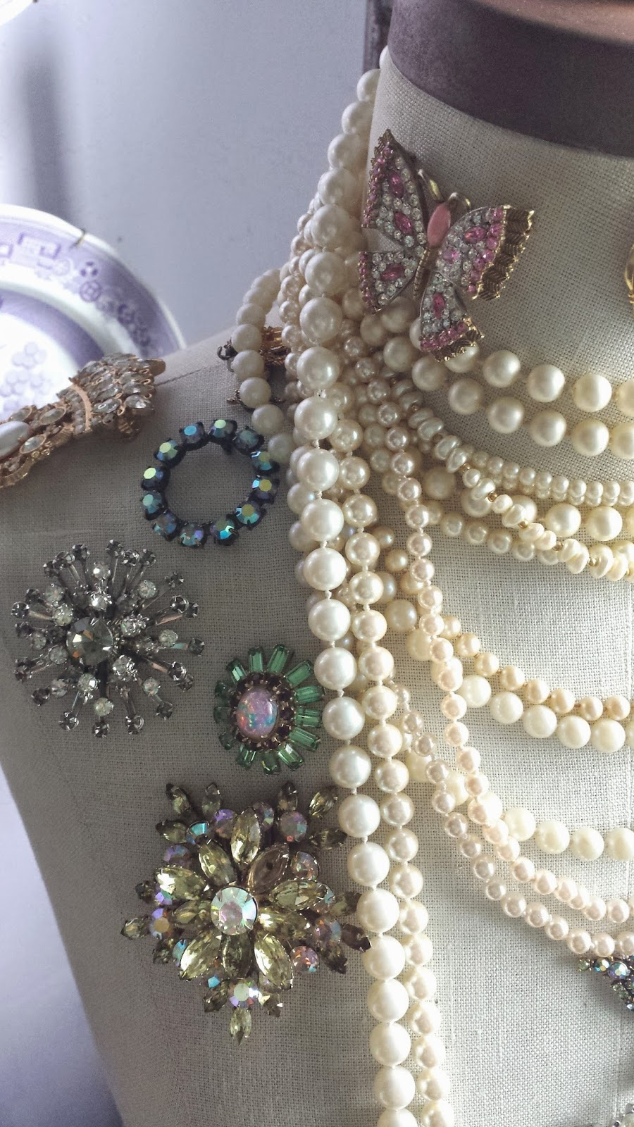 ciao! newport beach: vintage inspired jewelry display