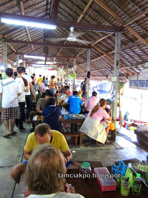 Khlong Lat Mayom food market in Bangkok