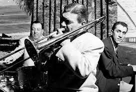 http://jazzdocu.blogspot.it/2014/11/storia-del-jazz-6-lo-swing-con-i-suoi.html