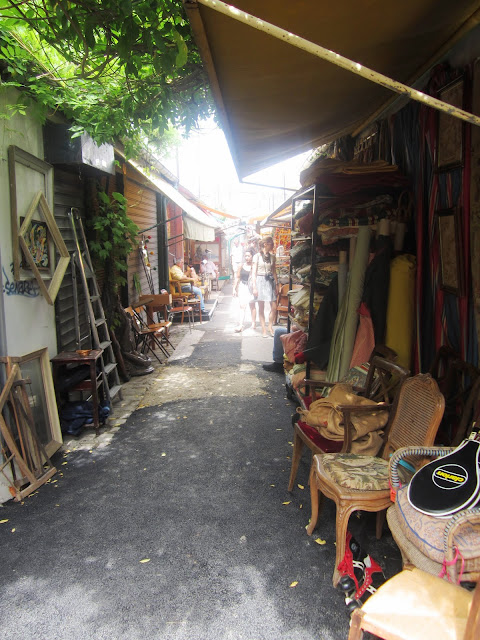 narrow pathways throughout the Paris flea market