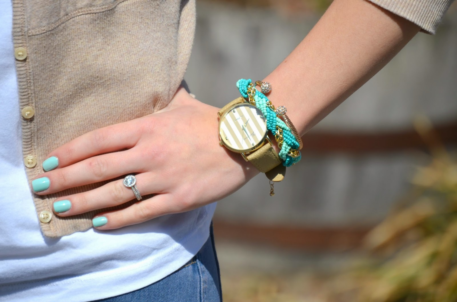 Acessorizing plain white t-shirt with mint acessories