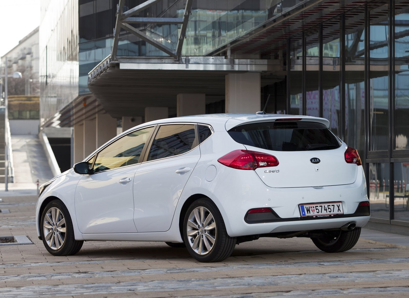 Wallpapers of beautiful cars  Kia Ceed  aka Kia Cee