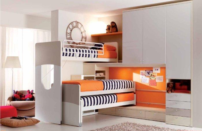 Un dormitorio infantil con tres camas dormitorios con estilo - Fabricar cama nido ...