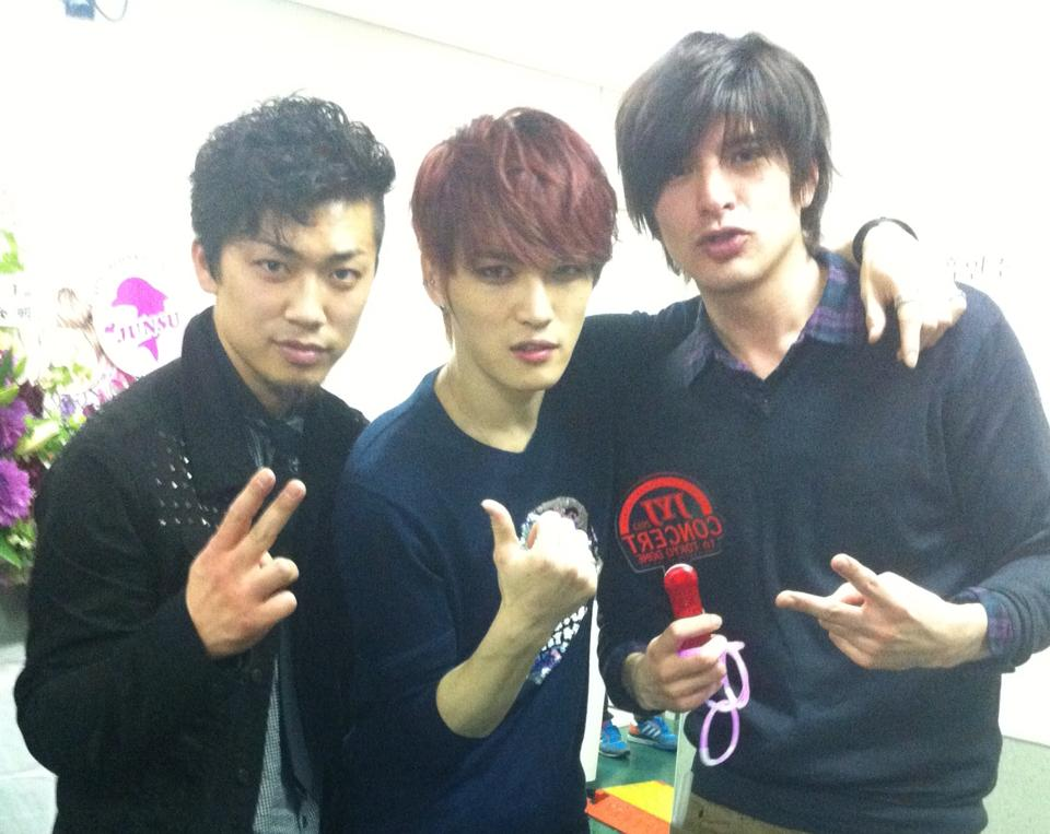 Jyj 39 s jaejoong snaps photos with japanese friends daily for Friend in japanese