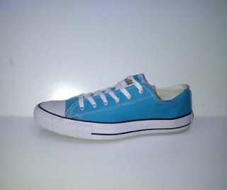 sepatu converse biru langit