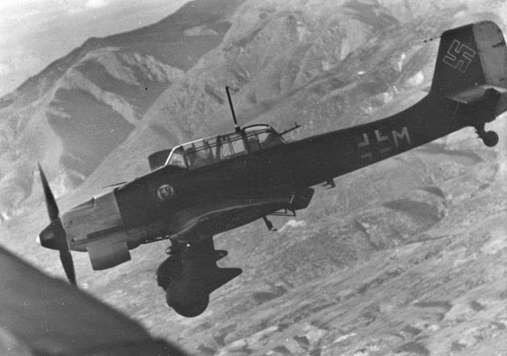Ju-87 Stuka worldwartwo.filminspector.com