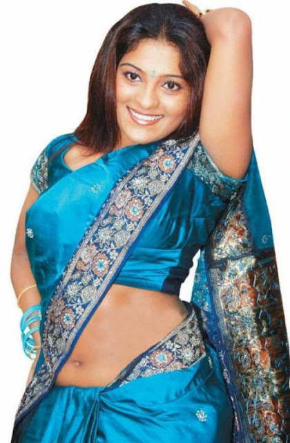 CINIEXTRA: Masala Aunty Showing Blouse Without Saree